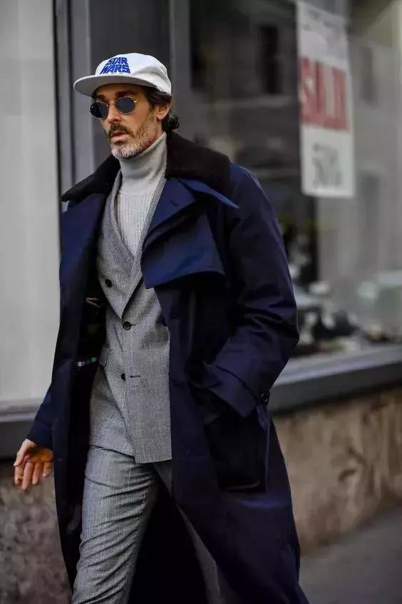 【男生高领毛衣搭配什么样外套好看】图1
