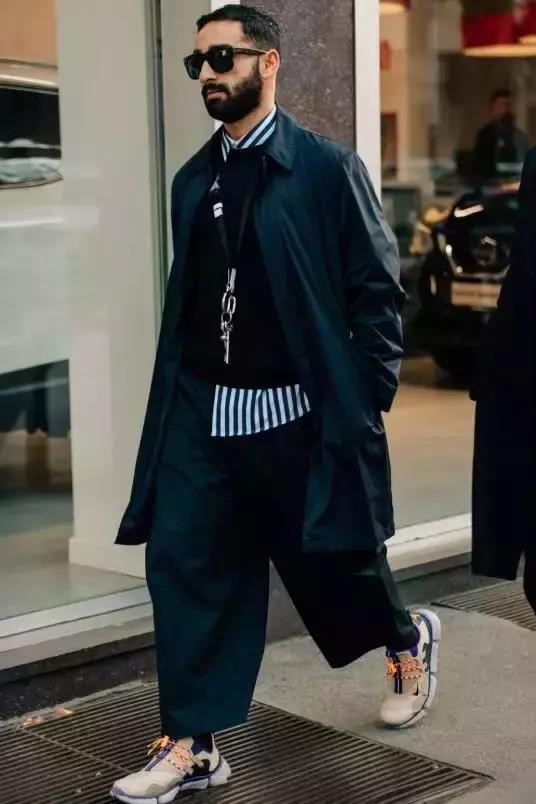 【男生冬天黑色衣服怎么搭配 穿衣方法】图1