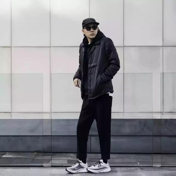 【男生冬天黑色衣服怎么搭配 穿衣方法】图4